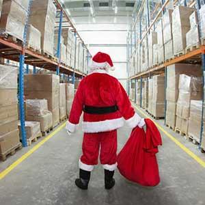 Kerstman in magazijn