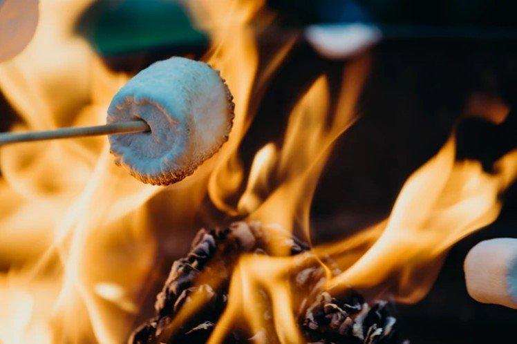 Marshmallows roosteren op de vuurkorf als herfsttip